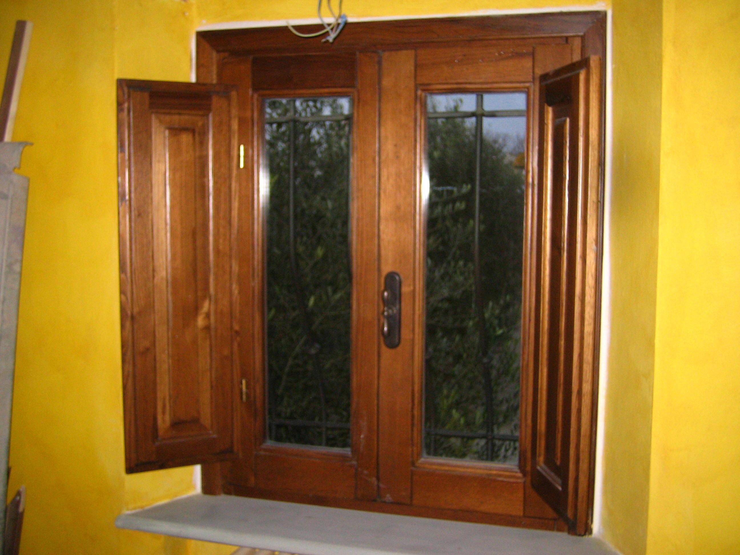 Finestre in legno massello sicur serramenti - Finestre in legno prezzo ...